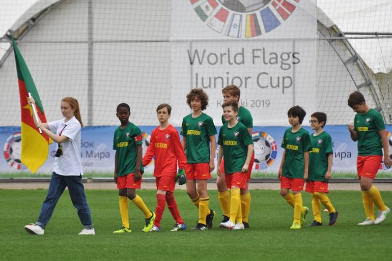 «С Божией помощью, поехали!»: Дмитрий Губерниев открыл детский турнир под благовест, когда не заиграла музыка