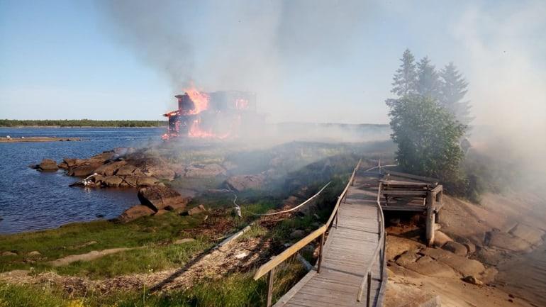 В Карелии сгорел дом, переделанный в церковь для фильма «Остров»