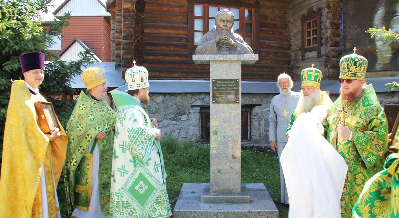 Памятник-бюст митрополиту Антонию Сурожскому открыли в Горно-Алтайске