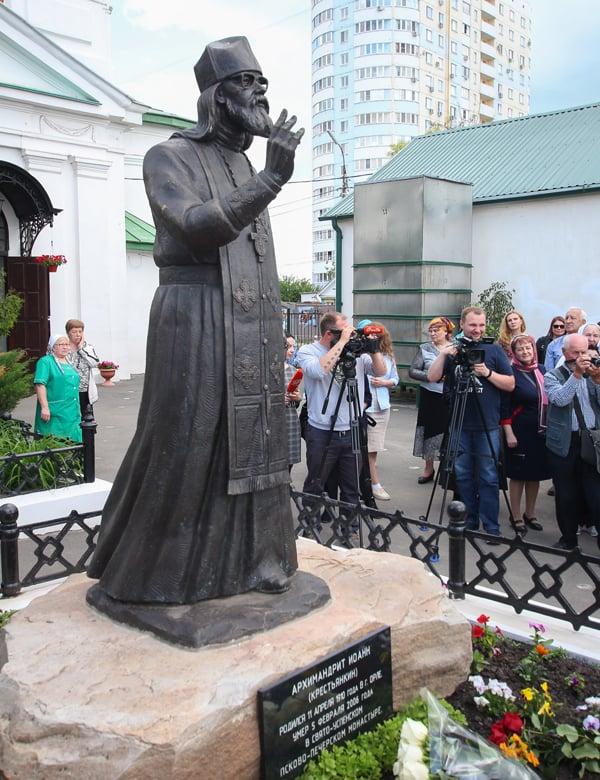 Первый в России памятник архимандриту Иоанну (Крестьянкину) открыли в Орле