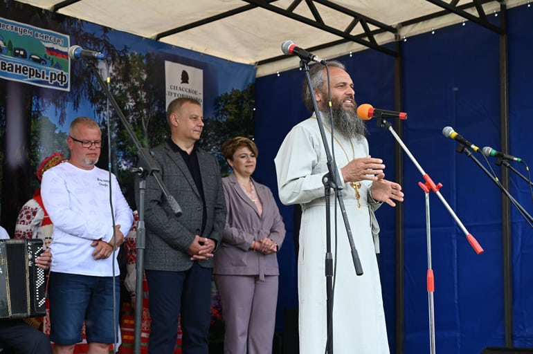 Мценский священник организовал Всероссийский слет автомотопутешественников