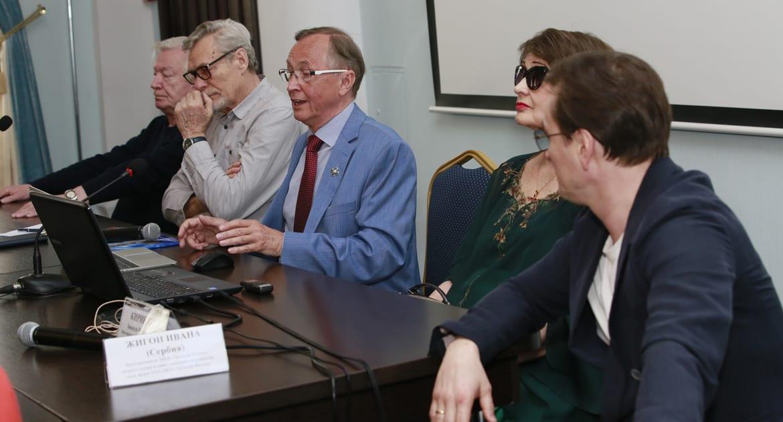 На форуме «Золотой Витязь» обсудили вопрос, как вернуть былую славу отечественного кино