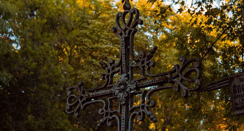 Можно ли посещать кладбище на Троицу