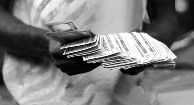 Священник попросил денег на похоронах. Как можно?