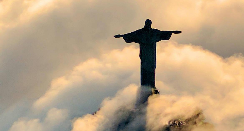 Почему Сам Иисус нигде и никогда прямо не говорит, что он Бог? А если Он — Бог, как Он одновременно может быть человеком...