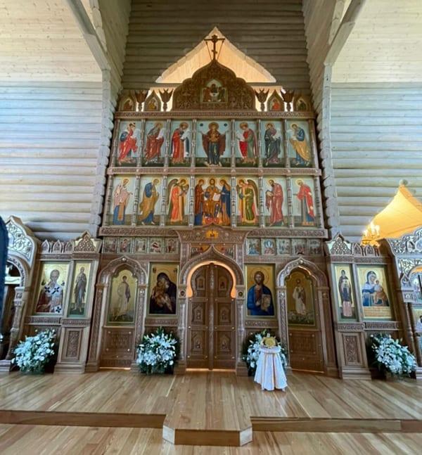 На территории противонаркотической общины под Петербургом освятили храм