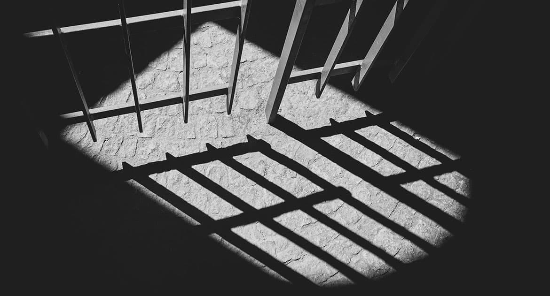 Как крестить ребенка, если отец в тюрьме?