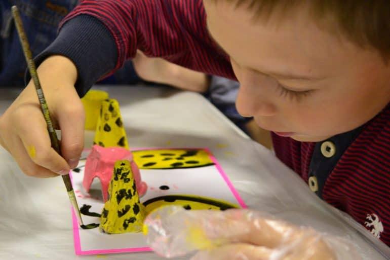 На занятиях арт-терапии для детей с ОВЗ в Саранске провели «Рыбалку без границ» и даже пообщались с лабрадором