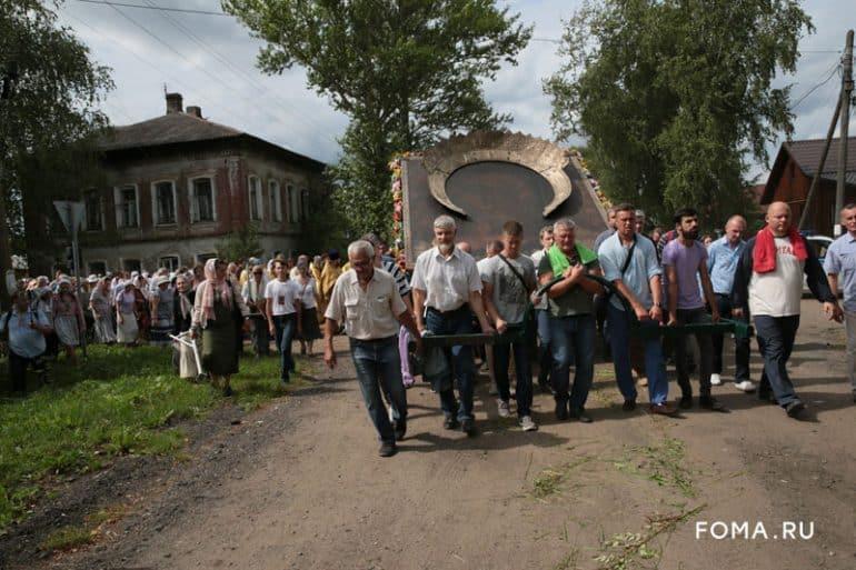 В Тутаеве на Крестный ход вышел весь город. Фотоистория Владимира Ештокина