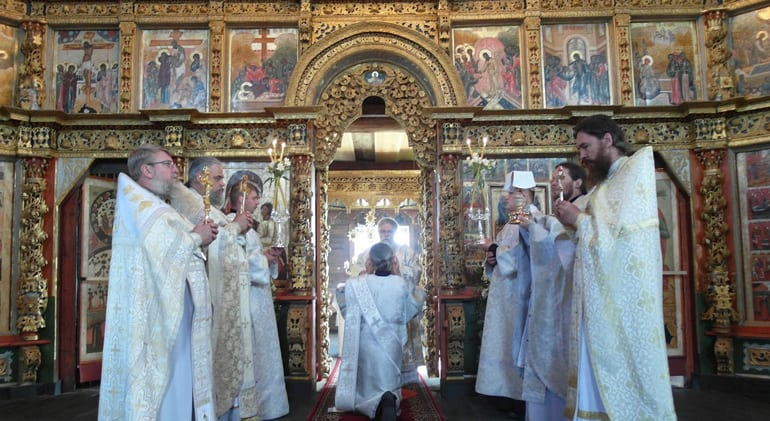 В новоосвященной Преображенской церкви Кижей совершили первую за 84 года Литургию