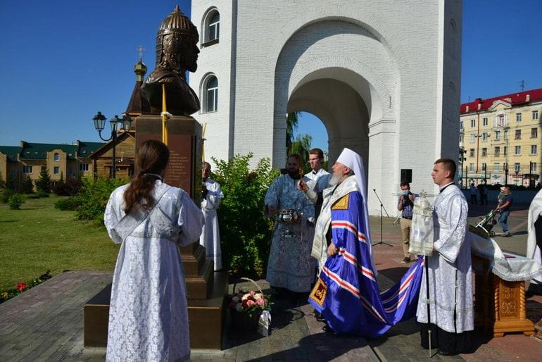 Николай Валуев помог установить у главного храма Брянска памятник Александру Невскому