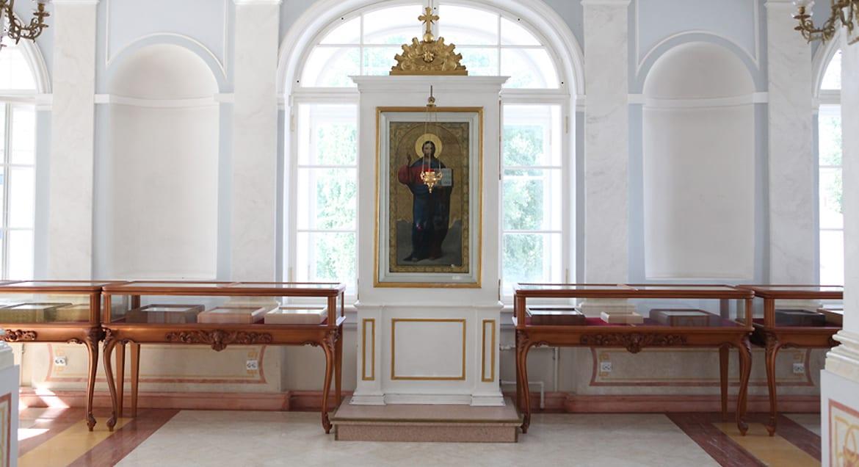 Реликварий с частицами мощей 15 святых открыли в Александро-Невской лавре