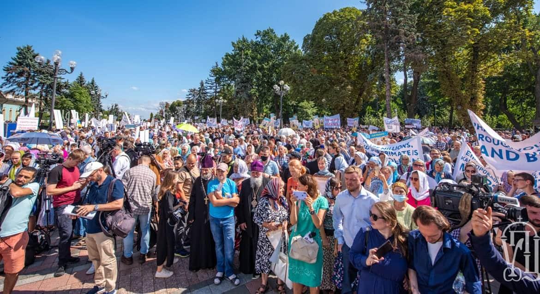 Молитвенным стоянием верующие Украинской Церкви показали патриарху Варфоломею, что они не желают ПЦУ