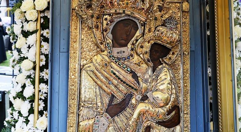 В Тихвине освятят уникальный список Тихвинской иконы «со следами времени»