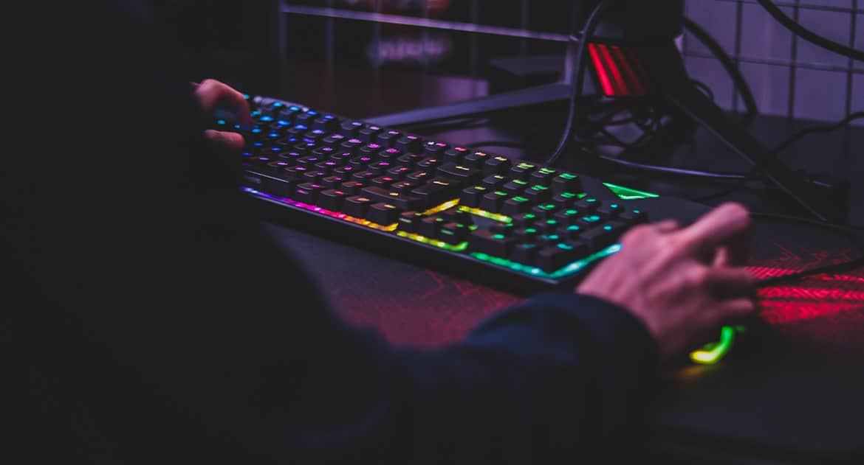 Внуку 15, весь в компьютере, ничего не хочет. Что делать?