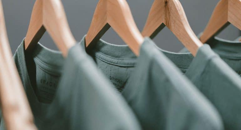 Как убедить мужа не носить футболки с языческим принтом?