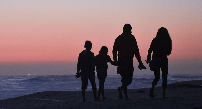Влияют ли отношения в семье на здоровье детей? Как это возможно и что с этим делать?