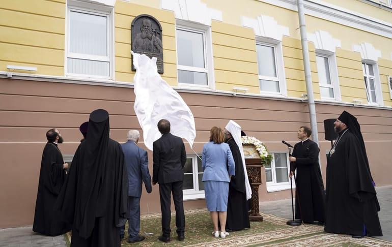 На здании нижегородской семинарии установили памятную доску патриарху Сергию