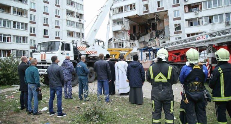 Священники помогают пострадавшим при взрыве бытового газа в Ногинске