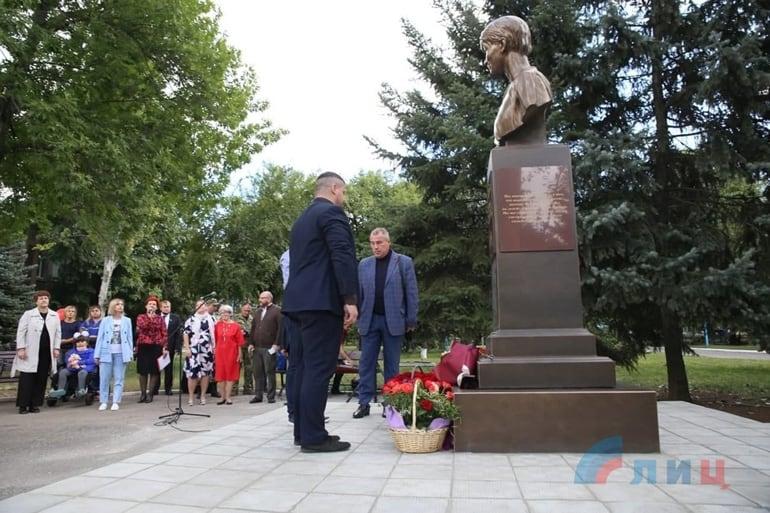 В Луганске открыли первый на Донбассе памятник Елизавете Глинке