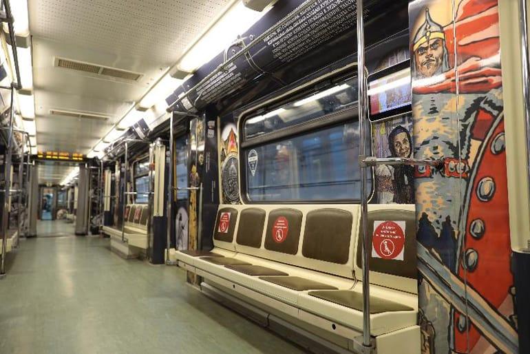 По московскому метро поехал поезд в честь святого Александра Невского