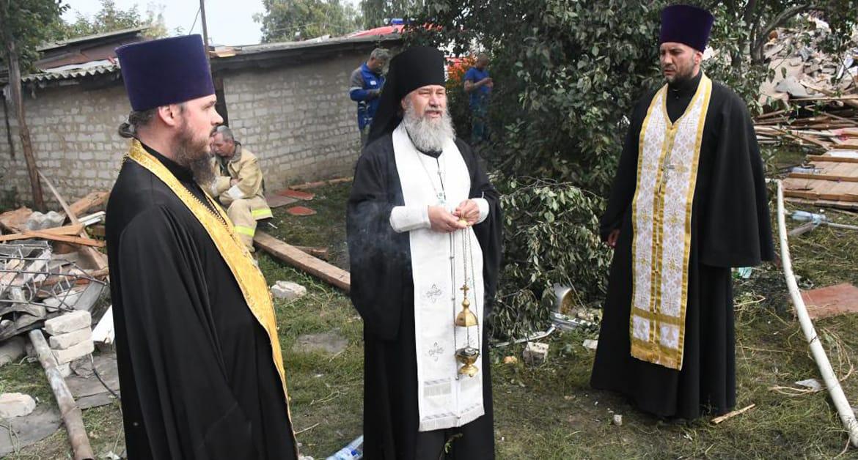 Священники дежурят у дома в липецком поселке, в котором взорвался газ