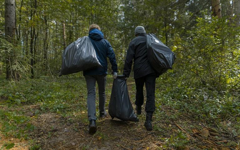 Студенты столичных ВУЗов очистили от мусора древнюю дорогу Подмосковья