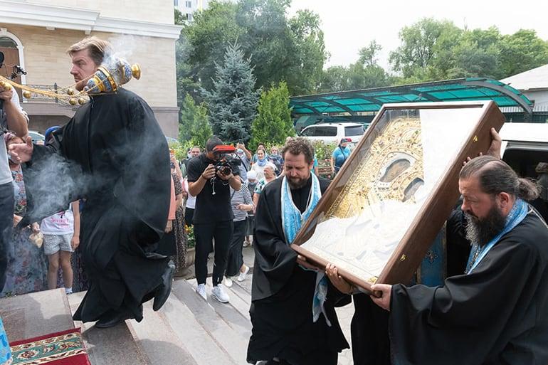 В Алма-Ату доставили точный список Тихвинской иконы Божией Матери