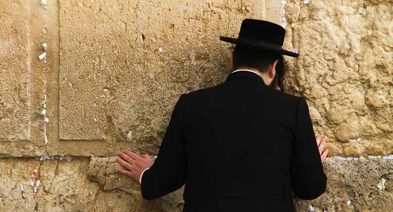 Муж иудей, болен. Можно о нем молиться?