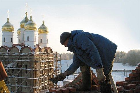 Сколько денег надо тратить  на строительство храмов?