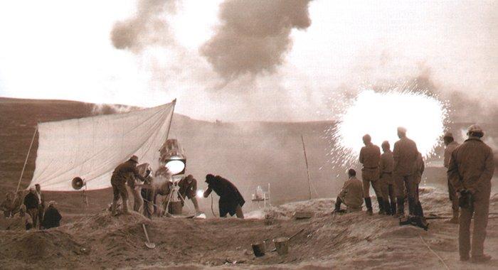 Работа пиротехников на съемках фильма Они сражались за родину. ФОТО МОСФИЛЬМ-ИНФО