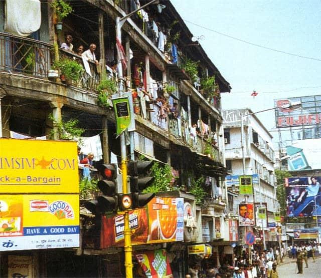 Улица города Мумбая, называвшегося до 1995 года Бомбеем. Фото ИТАР-ТАСС/ Андрей Бабушкин