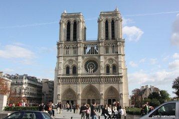 Активисток «Femen» оштрафовали за повреждение колокола в соборе Парижской Богоматери