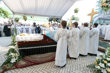 В Киево-Печерской лавре прошли отпевание и похороны митрополита Киевского Владимира