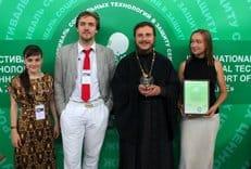 Программа по защите семьи «Аист на крыше» победила в номинации фестиваля «За жизнь-2012»