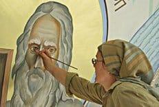 В Волгоградской области женщина-художница в одиночку расписала храм