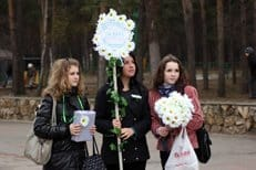На акции «Белый цветок» на Кузнецком мосту было собрано более 1 миллиона рублей