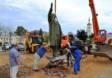 В Боровске Калужской области предположительно обнаружили алтарные захоронения под памятником Ленину