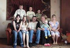 Приемные дети спасли новгородское село от вымирания