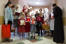Более 23 тысяч нуждающихся поздравит с Пасхой православная служба помощи «Милосердие»