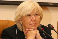 За каждой приемной семьей должно стоять здоровое общество, считает публицист Елена Зелинская