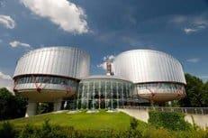 Европейский суд защитил право христианки на ношение нательного креста