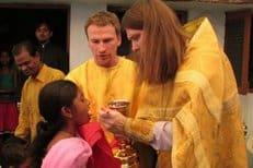 Священник из Петрозаводска окормляет верующих Индии и Бангладеш