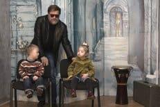 Борис Гребенщиков принял участие в благотворительной фотосессии с детьми с синдромом Дауна