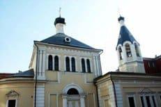 Представители Католической Церкви передали православному храму Москвы частицу мощей святого