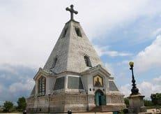 Поклонный крест в память о героях Крымской войны установили в Севастополе