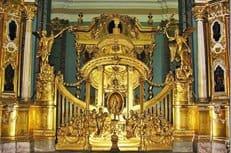 В Петербурге восстановили уникальный иконостас Петропавловского собора