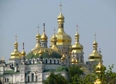 Украинская Православная Церковь призвала верующих страны к молитве о мире и согласии