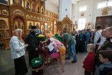 Около 150 тысяч верующих поклонились частице Креста Господня в Казахстане