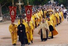 Крестный ход в честь 1025-летия Крещения Руси проходит по территории Украины